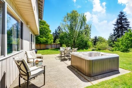 Top 15 Best Hot Tubs in 2020 - Complete Guide