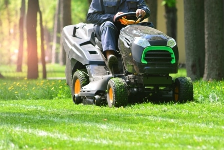 Top 9 Best Riding Lawn Mowers in 2020